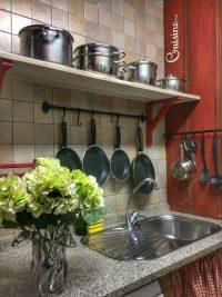 detalle de una parte de la cocina de El Torreon de Joaquin en Asin